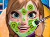 Анна делает макияж