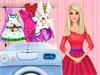 Барби стирает одежду