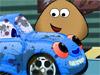 Pou моет машину
